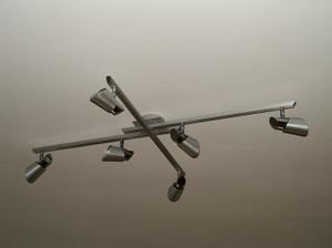 svetlo v obývačke namontované