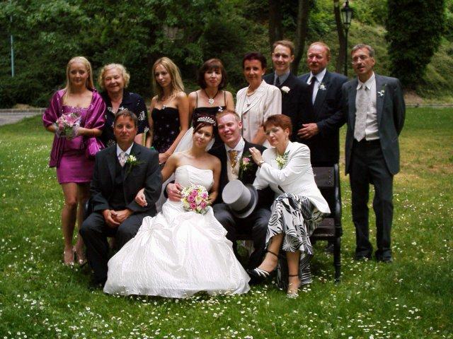 Mirka{{_AND_}}Steve - Spolocne foto na hrade - tatova strana rodiny, ale nie cela :(