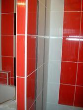 toto je sprchovací kút, ešte bez sklen. dverí.Bateria bude oproti tejto stene