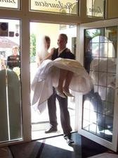 Manžel ma zvládol preniesť s ľahkosťou :-)