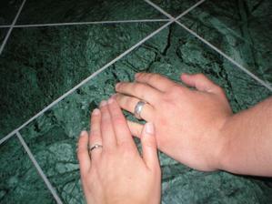 Naše zásnubní prstýnky - 1.5.2004.