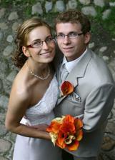Pohľad zvrchu na mladomanželov Aničku a Milana.