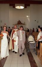 Spoločne vychádzame z kostola po obrade.