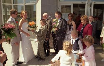 No a vo veľkej paráde bola gratulácia aj najbližšej rodiny, priateľov a známych. Škoda že sa tu nezmestia všetky fotografie.