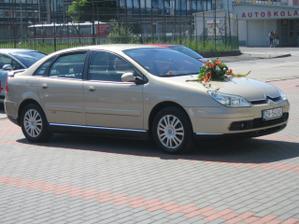 Nazdobené autíčko, ktoré nás priviezlo priamo pred kostol Sedembolestnej Panna Márie v Žiari nad Hronom.