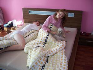 Prebudenie sa po svadbe, začíname spoločný život, aj s našim chlpáčom Jerrynkom. Mimochodom má 12 rokov.