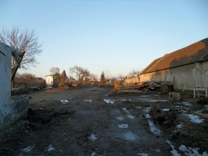 takto sme tento rok zacali, pekne vycisteny pozemok a domcek tam uz nie je