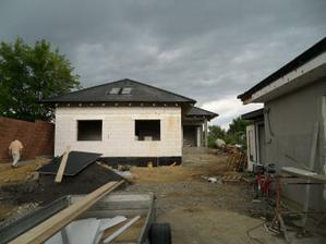 a juchuuu strecha dokoncena aj s oknami