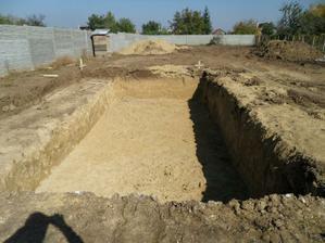 jama na kupacie jazierko vykopana
