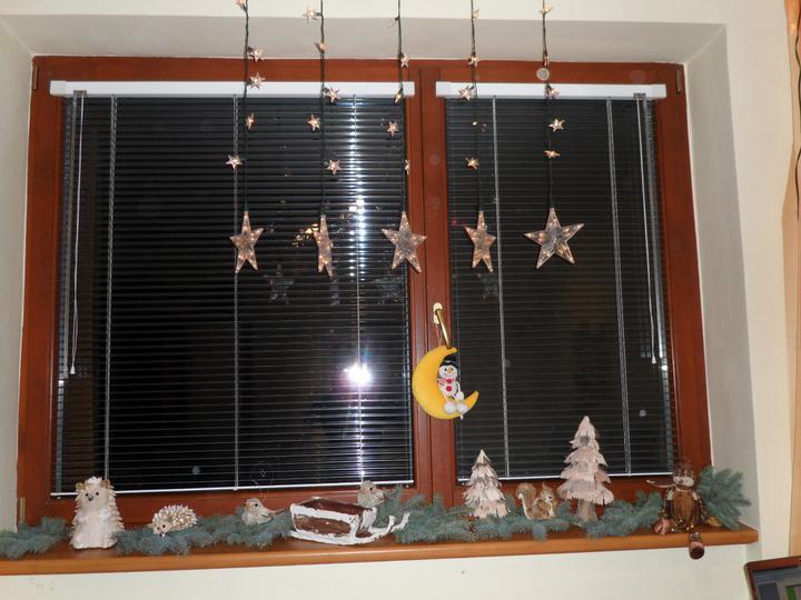 Výzdoba v rodičovskom dome - okienko v mojej izbicke