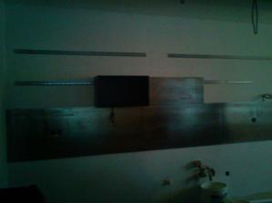 prva skrinka v kuchyni namontovana