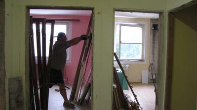 pohľad z chodby do kuchyne a obývačky - demo zárubní