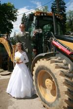 Pohladenie pre ženíchovu záľubu v strojoch (nie je to síce traktor, ale poteší)
