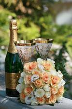 Naše svadobné (pamätné) poháre a moja kytica