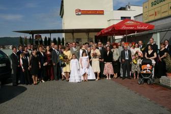 Tu sme skoro všetci (bolo nás 59 svadobčanov)