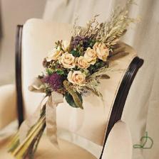 sice mimo styl naší svatby, ale krásná je moc