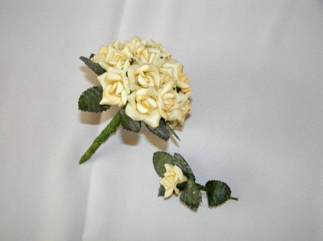12. oktober 2007 - netradicne ruze, myslim z kvetinarstva z Levic