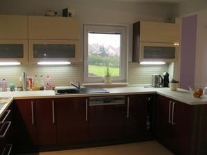 Kuchyně - pohled ze dveří z chodby (záclony jsou teprve ve zpracování:-))