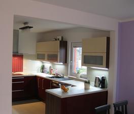 Kuchyně - pohled z obýváku