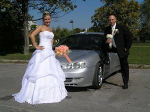 naše krásne svadobné autíčko :)