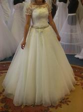 dneskajsem vymenila svatební šaty, tyhle ale budou bíléa v mé velikosti, tyhlemám krapet malé...:)