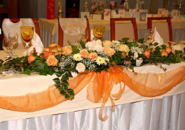Monika{{_AND_}}Majo - Svadobny stol
