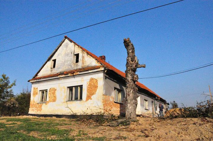 Rekonstrukce 300 let starého domu - Naše hradní zřízenina