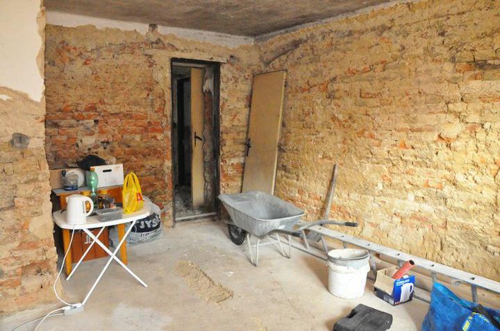 Rekonstrukce 300 let starého domu - Tady byly také klenby.