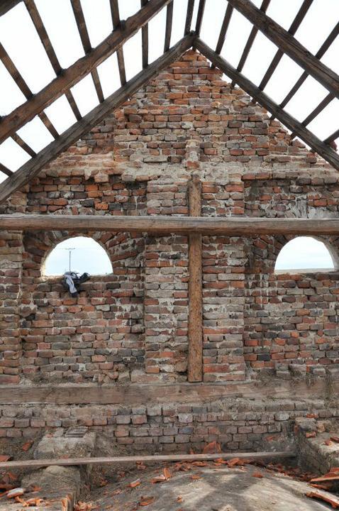 Střecha - Třísetletý původní trám už jen na fotografii.