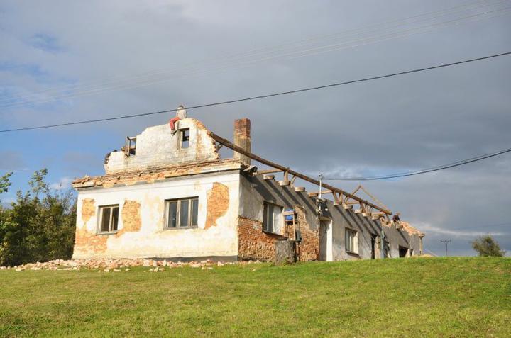 Střecha - Už to připomíná středověkou tvrz?