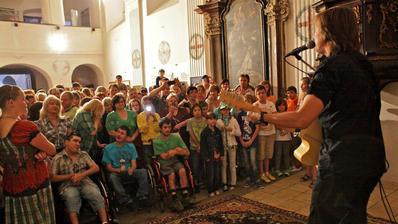 Nedávno v kaplnke koncertoval Peter Cmorík :-)