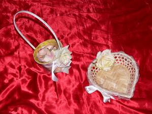 trošku romantiky nám nezaškodí :-) ...s novými nechtíkmi som sa riadne potrápila, kým som ich ozdobila :-)