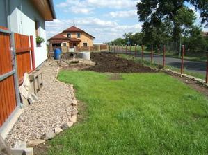 Postupně budujeme trávník - 2009
