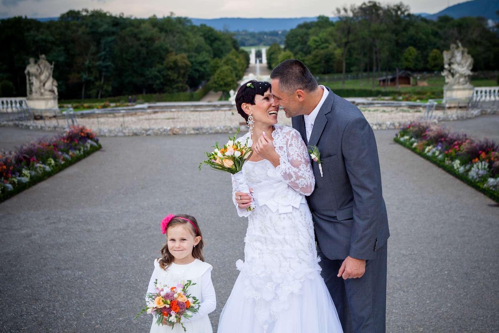 Snehobiele svadobné šaty - Obrázok č. 2