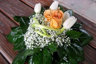 podložka na prstýnky-jen živé kytky