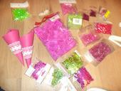 Dekorace na svat. stůl v barvě sytě růžové+zelené,