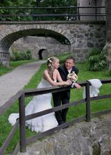 romanticka v zámeckém parku