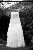 svatební šaty s jemnou květinovou ozdobou, 38