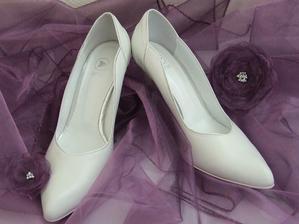 ..boty pro nevěstu..