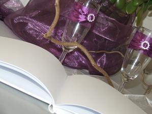 skleničky na přípitek a kniha pro hosty