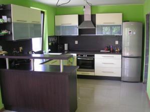 Niekomu som už dávnejšie ukradla kuchyňu :) prepáč!!! Podľa tejto som si objednala farbu a typ kuchyne... len moja bude oveľa menšia