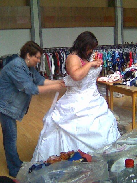 Šaty-tak to dopadlo - tak jsme to na rychlo v práci zkoušeli