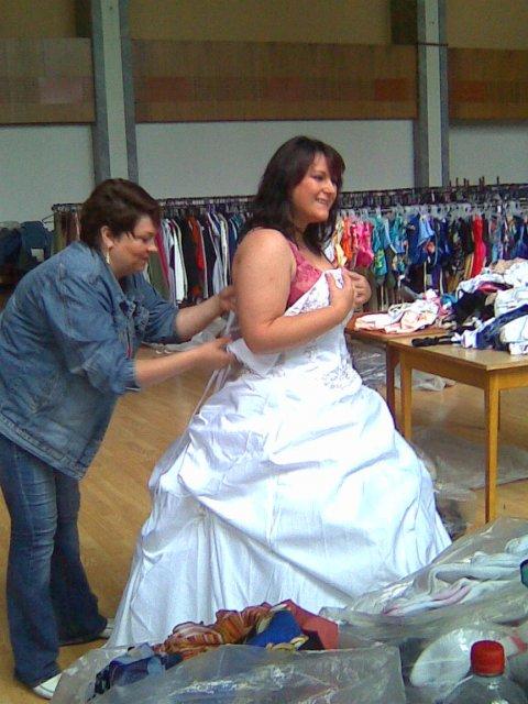 Šaty-tak to dopadlo - musíme přidat ramínka jinak mi ten korzet spadne