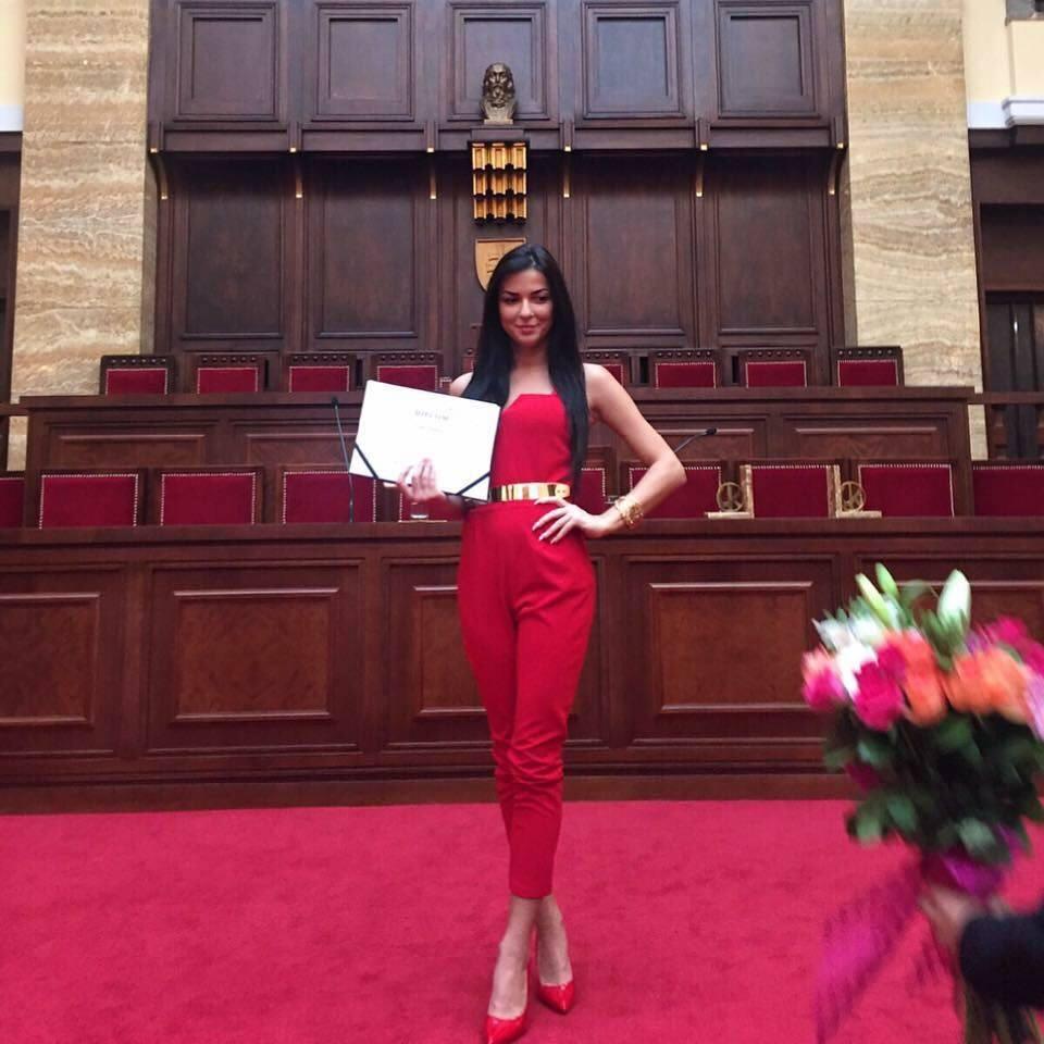Konečný zoznam krásnych žien, (modeliek Natasha Azariy), ktoré budú prezentovať na módnej show, novú kolekciu šiat Natasha Azariy v Incheba expo Bratislava - Obrázok č. 13