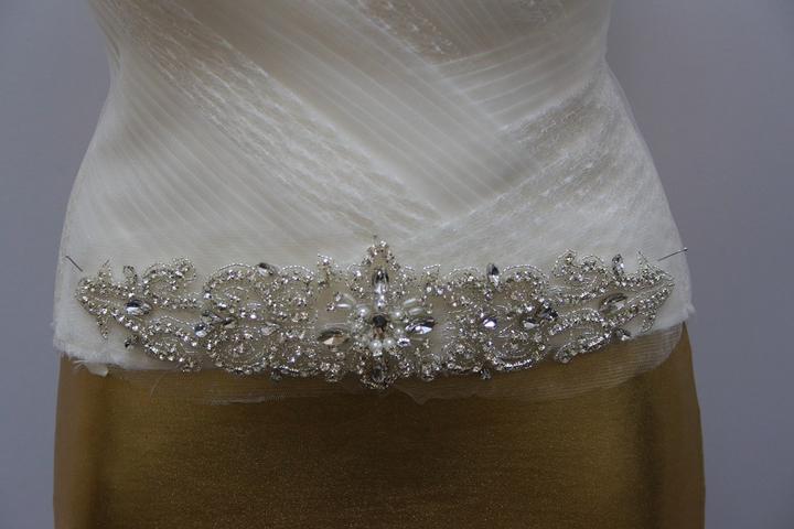 Aplikácia na svadobné šaty - Obrázok č. 1