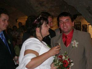 nevěsta je trošku XXL :))
