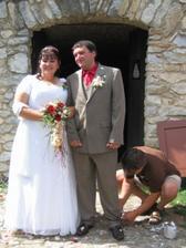 čerství novomanželé... (kamarádi byli připraveni..)