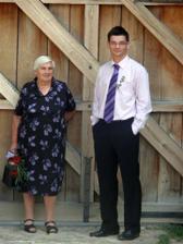 babička a brácha, byla jsem moc ráda, že babička byla na svatbě, i když jen na obřadě :-))