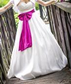 Svatební šaty s mašlí, 36