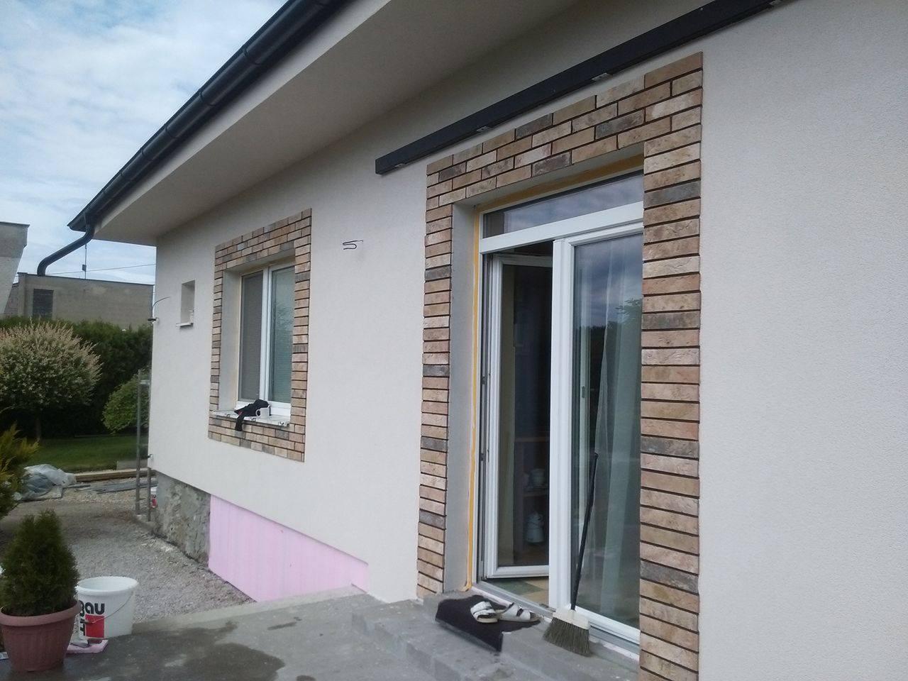 Premena nášho domu - Aj vzadu už farba :)